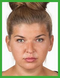 Prawidłowe zdjęcie - włosy spięte na czubku głowy